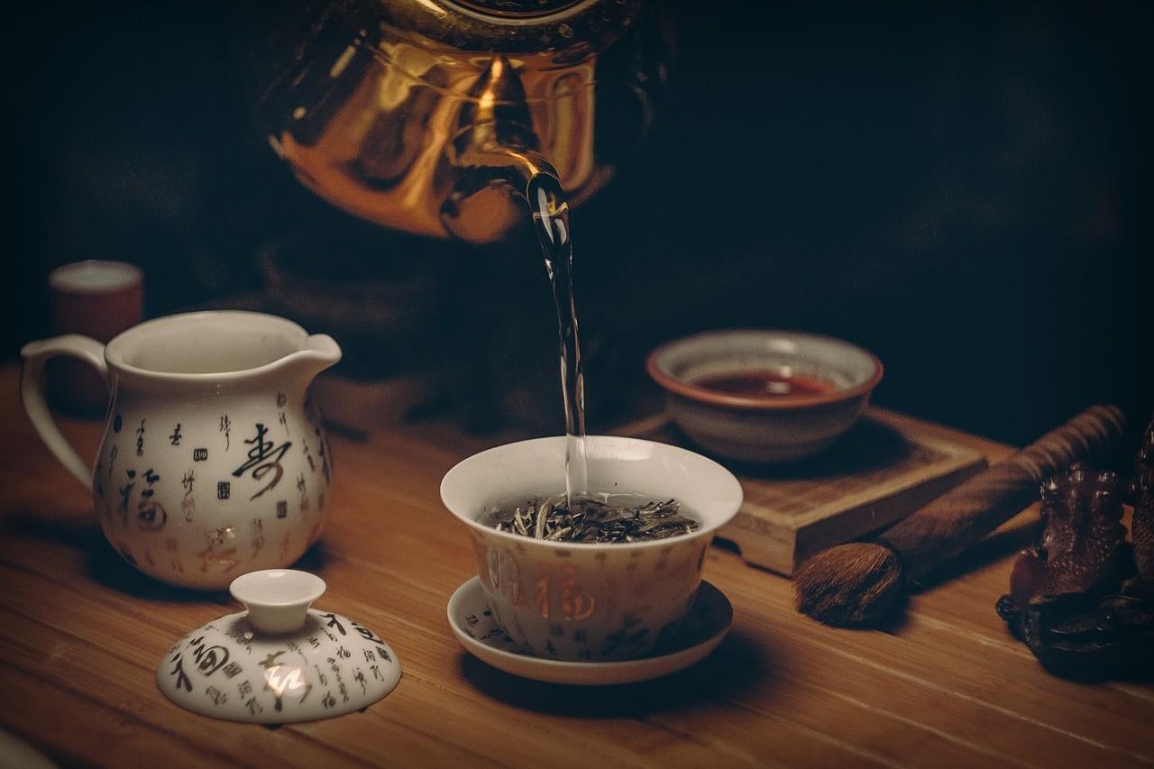 Зеленый чай отодвигает депрессию и увеличивает продолжительность жизни.